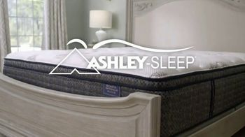 Ashley HomeStore Mattress Marathon TV Spot, 'King for the Price of a Twin' - Thumbnail 4