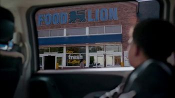Food Lion Feeds Box TV Spot, 'Together, We're Giving Hope For The Holidays' - Thumbnail 7