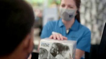Food Lion Feeds Box TV Spot, 'Together, We're Giving Hope For The Holidays' - Thumbnail 9