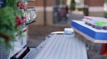 Food Lion, LLC TV Spot, 'The Best Tradition Is The One You Share With Your Neighbors' - Thumbnail 6