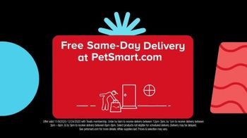 PetSmart TV Spot, 'Holidays: Shower Your Pets' - Thumbnail 4
