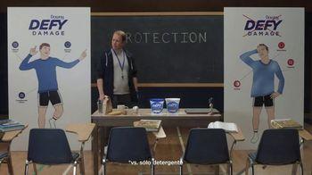 Downy Defy Damage TV Spot, 'Profesor de protección de ropa' [Spanish] - Thumbnail 6