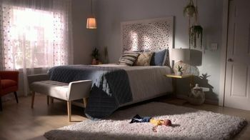 Bob's Discount Furniture TV Spot, 'Saltando en la cama' [Spanish] - Thumbnail 8