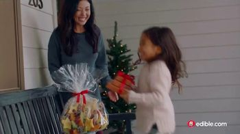 Edible Arrangements TV Spot, 'Holidays: Moment of Wow' Song by Leslie Odom, Jr. - Thumbnail 4