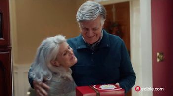 Edible Arrangements TV Spot, 'Holidays: Moment of Wow' Song by Leslie Odom, Jr. - Thumbnail 6