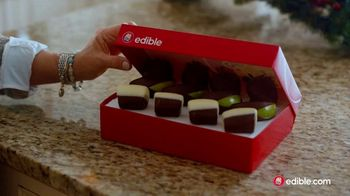 Edible Arrangements TV Spot, 'Holidays: Moment of Wow' Song by Leslie Odom, Jr. - Thumbnail 7