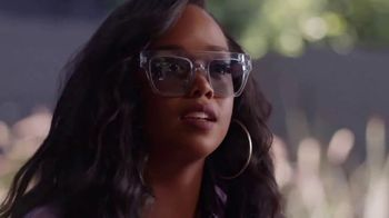 Guitar Center TV Spot, 'How the Strat Inspires Her Sound' Featuring H.E.R. - Thumbnail 6