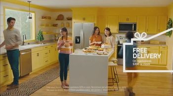 Lowe's TV Spot, 'Home for the Holidays: Whirlpool Appliances' - Thumbnail 6