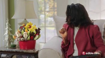 Edible Arrangements TV Spot, 'Holidays: Moment of Wow: Free Delivery' Song by Leslie Odom, Jr. - Thumbnail 8