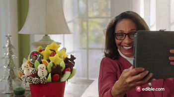 Edible Arrangements TV Spot, 'Holidays: Moment of Wow: Free Delivery' Song by Leslie Odom, Jr. - Thumbnail 5