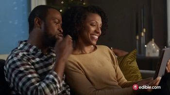 Edible Arrangements TV Spot, 'Holidays: Moment of Wow: Free Delivery' Song by Leslie Odom, Jr. - Thumbnail 7