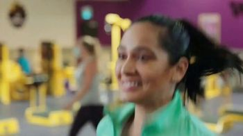 Planet Fitness TV Spot, 'Get Moving and Check the Crowd Meter: $1 Down $10 a Month' - Thumbnail 3