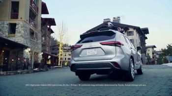 Toyota Highlander TV Spot, 'Discover New Lines' Song by The Helio Sequence [T2] - Thumbnail 10