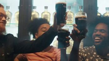 Guinness TV Spot, 'St. Patrick's Day: Silver Lining' - Thumbnail 5