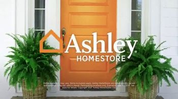 Ashley HomeStore Ultimate Event TV Spot, '25% Off and No Interest' - Thumbnail 9