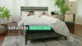 Ashley HomeStore Ultimate Mattress Event TV Spot, 'Glideaway Adjustable Bases' - Thumbnail 7
