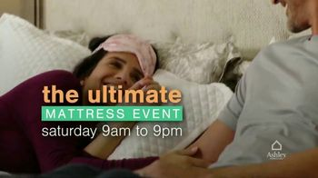 Ashley HomeStore Ultimate Mattress Event TV Spot, 'Glideaway Adjustable Bases' - Thumbnail 2