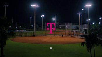 T-Mobile TV Spot, 'MLB World Series Magenta Moment' [Spanish] - Thumbnail 1