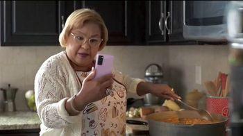 T-Mobile TV Spot, 'Netflix on Us: Samsung Galaxy S20 FE 5G' con LeJuan James [Spanish] - Thumbnail 2