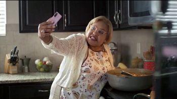 T-Mobile TV Spot, 'Netflix on Us: Samsung Galaxy S20 FE 5G' con LeJuan James [Spanish] - Thumbnail 6