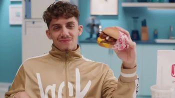 Jack in the Box Chili Cheeseburger Combo TV Spot, 'Pretty' - Thumbnail 1