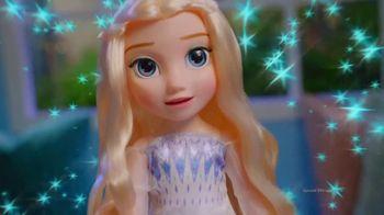 Disney Frozen II Magic in Motion Queen Elsa TV Spot, 'She Sings' - Thumbnail 9