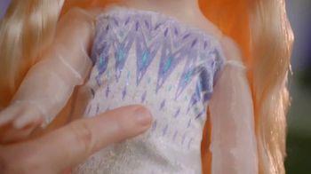 Disney Frozen II Magic in Motion Queen Elsa TV Spot, 'She Sings' - Thumbnail 3