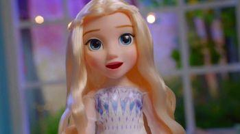 Disney Frozen II Magic in Motion Queen Elsa TV Spot, 'She Sings' - Thumbnail 7