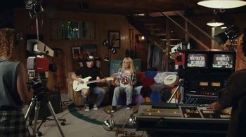 Uber Eats TV Spot, 'Wayne's World Shameless Manipulation' Ft. Mike Myers, Dana Carvey, Cardi B - Thumbnail 2