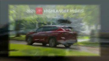 2021 Toyota Highlander TV Spot, 'Rise High' [T2] - Thumbnail 7