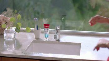 Colgate Renewal TV Spot, 'Ana de la Reguera revitaliza su sonrisa con la pasta de dientes para las encías' [Spanish] - Thumbnail 2