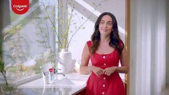 Colgate Renewal TV Spot, 'Ana de la Reguera revitaliza su sonrisa con la pasta de dientes para las encías' [Spanish]