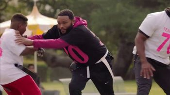T-Mobile Super Bowl 2021 TV Spot, 'Team Anthony Anderson vs. Team Mama' Featuring Travis Kelce - Thumbnail 3