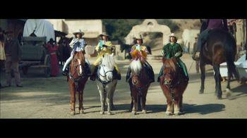 Klarna Super Bowl 2021 TV Spot, 'The Four Quarter-Sized Cowboys' Featuring Maya Rudolph - Thumbnail 7