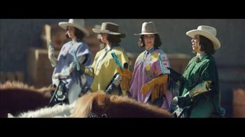 Klarna Super Bowl 2021 TV Spot, 'The Four Quarter-Sized Cowboys' Featuring Maya Rudolph - Thumbnail 8