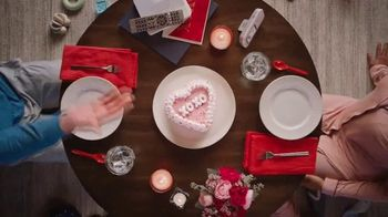 Dairy Queen Red Velvet Cupid Cake TV Spot, 'A Valentine's Night In' - Thumbnail 2