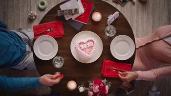 Dairy Queen Red Velvet Cupid Cake TV Spot, 'A Valentine's Night In' - Thumbnail 8
