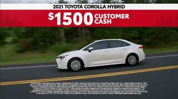 2021 Toyota Corolla TV Spot, 'Road Trip: Connected' Ft. Ethan Erickson, Danielle Demski [T2] - Thumbnail 9