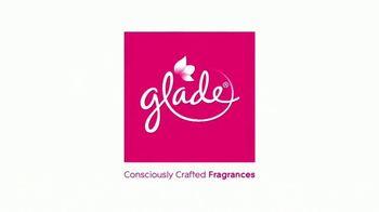 Glade PlugIns PLUS TV Spot, 'Sleeps When You Sleep' - Thumbnail 7