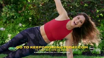 Scotts Dream Lawn and Garden Giveaway TV Spot, 'Emma Lovewell Leaf Blower Plank: Keep Growing' - Thumbnail 3