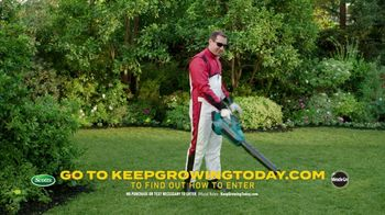Scotts Dream Lawn and Garden Giveaway TV Spot, 'Emma Lovewell Leaf Blower Plank: Keep Growing' - Thumbnail 9