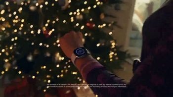 Fitbit TV Spot, 'Holidays: The Gift of Good Health' Song by Hawa - Thumbnail 5