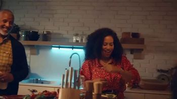 Fitbit TV Spot, 'Holidays: The Gift of Good Health' Song by Hawa - Thumbnail 8