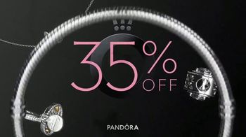 Pandora Black Friday Savings TV Spot, 'Catch Your Favorite Pieces Now' - Thumbnail 4