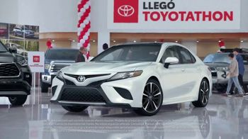 Toyota Toyotathon TV Spot, 'Celebra las fiestas' [Spanish] [T2] - Thumbnail 4