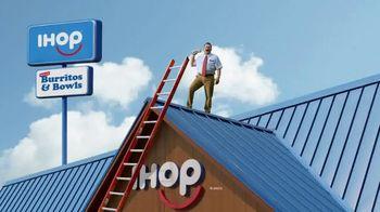 IHOP TV Spot, 'Burritos y Bowls: Escalera' [Spanish] - Thumbnail 1