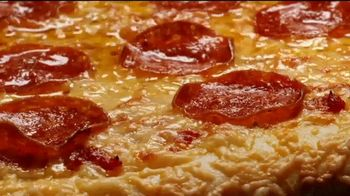 Hungry Howie's Heart-Shaped Pizza TV Spot, 'Valentine's Day: Irresistible' - Thumbnail 3