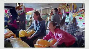 Peter Piper Pizza Way Bigger for a Buck Deal TV Spot, 'Share Even More' - Thumbnail 4