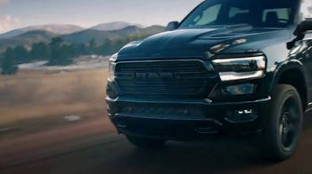Ram Trucks TV Spot, 'Tres veces' canción de Foo Fighters [Spanish] [T2] - Thumbnail 3