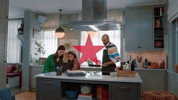 Macy's TV Spot, 'El regalo correcto nos acerca: 20% menos extra' [Spanish] - Thumbnail 1